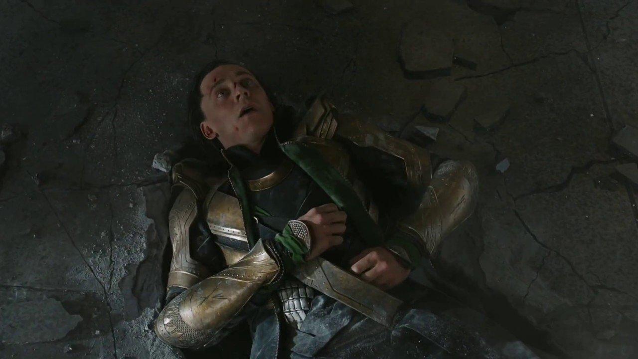 5. Hulk postanawia pobawić się Lokim i wbija go w ziemię